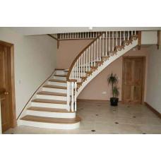Комбинированное ограждение для лестницы по бетону со спицами, отделка ступеней